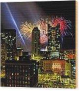 21l334 Red White And Boom Fireworks Display Photo Wood Print