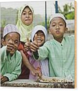Smiling Muslim Children In Bali Indonesia Wood Print
