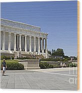 Visitors At The Lincoln Memorial Wood Print