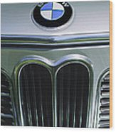 1972 Bmw 2000 Tii Touring Grille Emblem Wood Print