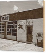 Route 66 - Rusty Mobil Station Wood Print