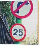 25 Mph Road Sign Wood Print