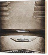 1956 Austin-healey 100m Bn2 'factory' Le Mans Competition Roadster Hood Emblem Wood Print