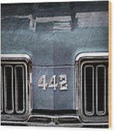 1970 Oldsmobile 442 Grille Emblem Wood Print