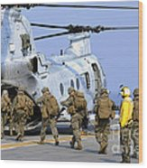 Marines Board A Ch-46e Sea Knight Wood Print