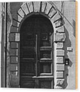 A Door In Tuscany Bw Wood Print