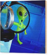 Alien Discovers A True Passion For Legitimate Musical Theatre And Belting Showtunes Wood Print