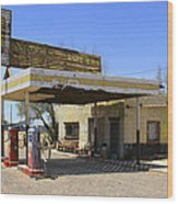 An Abandon Gas Station On Route 66 Wood Print