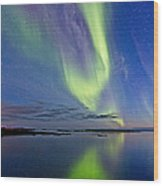Aurora In Green And Violet Wood Print