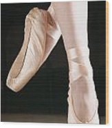 Ballet Dancer En Pointe Wood Print