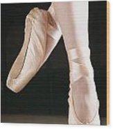 Ballet Dancer En Pointe Wood Print by Don Hammond