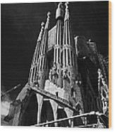 barcelona open topped bus city tour going past Sagrada Familia Barcelona Catalonia Spain Wood Print