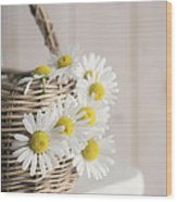 Basket Full Of Summer Daisys Wood Print