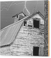 Black And White Old Barn Lightning Strikes Wood Print