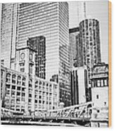 Black And White Picture Of Chicago At Lasalle Bridge Wood Print