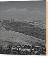 Black And White San Francisco Peaks Over Glassford Hill Wood Print