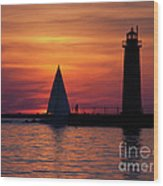Boats Entering The Channel At The Muskegon Lighthouse Wood Print