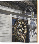 Chownings Tavern Wreath Wood Print
