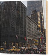 Christmas Shopping On The World Famous Fifth Avenue Wood Print