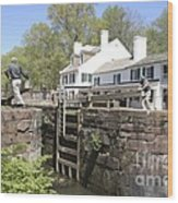 Closing A Lock On The C And O Canal At Great Falls Tavern Wood Print