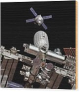 Crew Exploration Vehicle Approaching Iss Wood Print