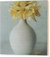 Daffodils In A White Flowerpot Wood Print