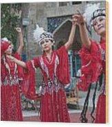 Dancers In Red Wood Print by Gordon  Grimwade