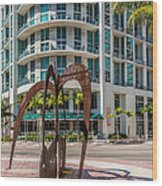 Duenos Do Las Estrellas Sculpture - Downtown - Miami Wood Print by Ian Monk
