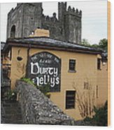 Durty Nellys And Bunraty Castle Wood Print