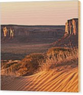 Early Morning In Monument Valley Wood Print