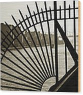 East River Spoke - New York City Wood Print