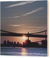 East River Sunrise - New York City Wood Print