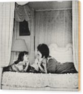 Elizabeth Taylor With Her Daughter Wood Print