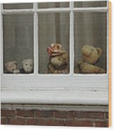 Family Of Teddy Bears On The Window. Wood Print