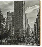 Flatiron Building - Black And White Wood Print