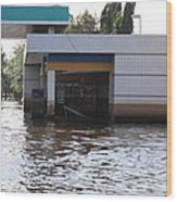 Flooding Of Stores And Shops In Bangkok Thailand - 01136 Wood Print by DC Photographer