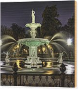 Forsyth Fountain At Night Wood Print