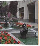 Fountain At Rockefeller Center Nyc Wood Print