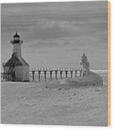 Frozen Lighthouses In Michigan Wood Print