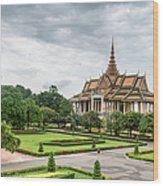 Gardens At The Royal Palace In Phnom Wood Print