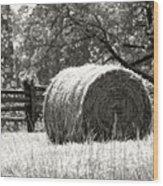 Hay Bale In A Farm Field Wood Print