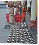 Hindu Priests Prepare Offering To Gods Wood Print