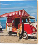 Holiday By The Seaside Wood Print