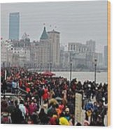 Holiday Crowds Throng The Bund In Shanghai China Wood Print