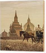 Horse And Carriage Turning By Temples Wood Print