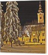 Idylic Winter Cityscape Evening In Snow Wood Print