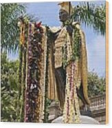 Kamehameha Covered In Leis Wood Print by Brandon Tabiolo