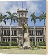 King Kamehameha In Leis Wood Print