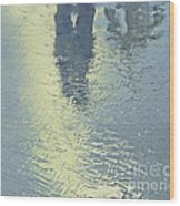 Kissing Couple With Palm Reflection Wood Print