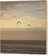 Kites At Sunset Wood Print by Dave Woodbridge
